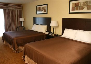 Howard Johnson Inn & Suites Toronto Est