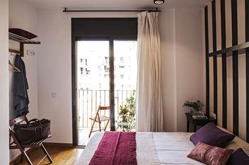 AinB Eixample-Entenza Apartments
